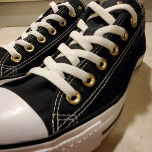 CONVERSE ALL STARS WOMANS SIZE 10 STUDDED EUC